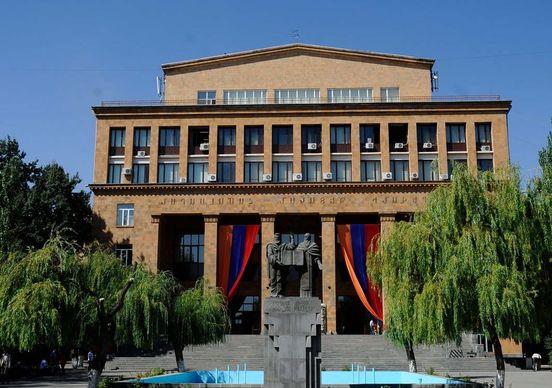 https://am.avalanches.com/yerevan_ot_senata_kazakhstana_poluchyl_podarky_erevanskyi_hosunyversytet30605_16_02_2020