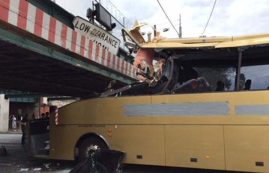 https://au.avalanches.com/melbourne_a_crash_bus_driver_is_going_home4704_07_10_2019