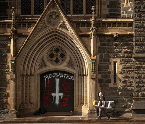 https://au.avalanches.com/melbourne_melbourne_cathedral_is_vandalized58150_08_04_2020