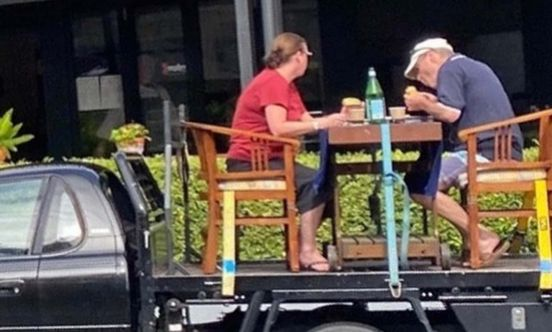 https://au.avalanches.com/brisbane__couple_creates_their_outdoor_dining_table_on_a_ute_in_brisbane_a_bri40596_01_04_2020