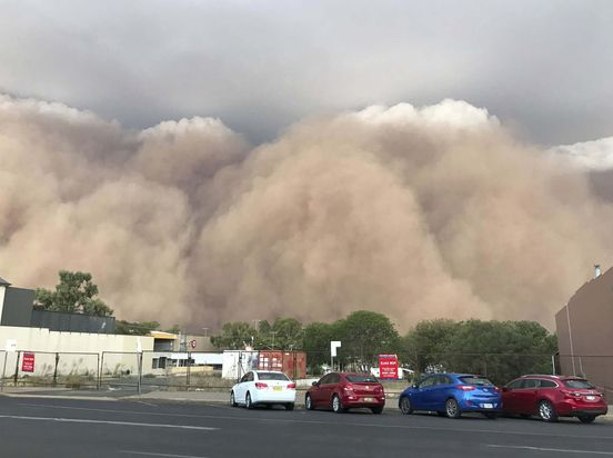 https://au.avalanches.com/brisbane_while_wildfires_are_still_a_problem_hail_floods_and_dust_hit_austral24984_20_01_2020