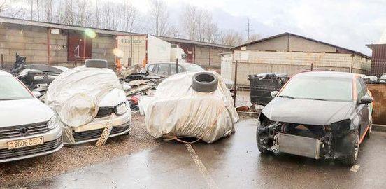 Кладбище битых машин в Минске