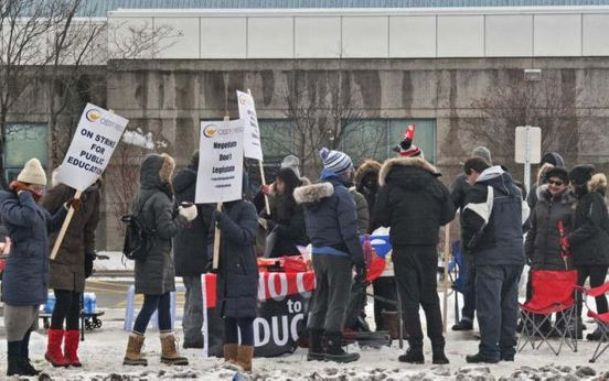 https://ca.avalanches.com/toronto_teachers_from_public_elementary_school_in_toronto_are_on_strike_today24975_20_01_2020