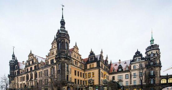 Die Altstadt, in der sich mehrere Burgen befinden, der Königspalast, e