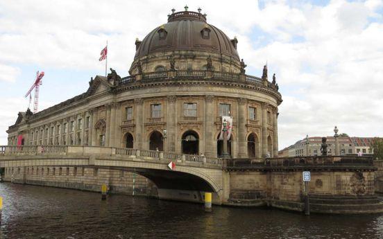 https://de.avalanches.com/berlin_grand_museum_und_ein_sehr_schner_ort_berlin_deutschland13482_23_11_2019