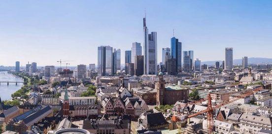 https://de.avalanches.com/frankfurt_am_main__aus_sehnsucht_nach_seiner_freundin_mann_will_am_flughafen_frankfurt_256924_13_05_2020