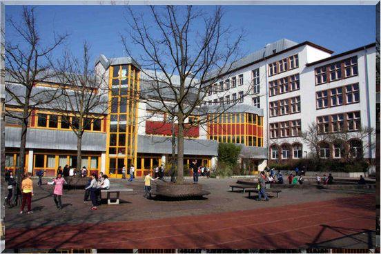 https://de.avalanches.com/frankfurt_am_main__schulen_in_frankfurt_stehen_in_den_startlchern_264557_14_05_2020