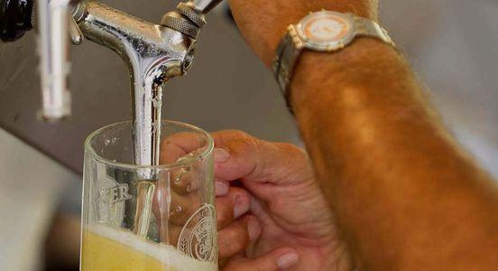 Preise für Fassbier steigen: Binding-Bier zapfen wird teurer