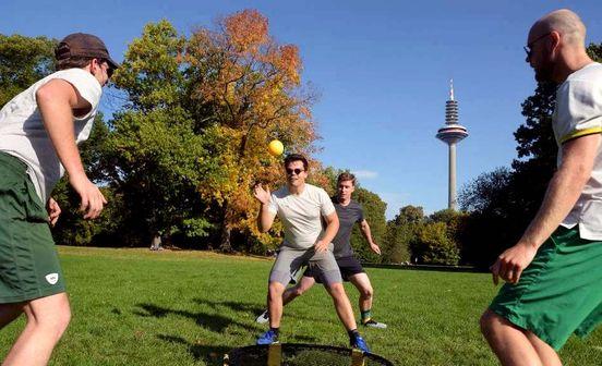 Spikeball im Grüneburgpark