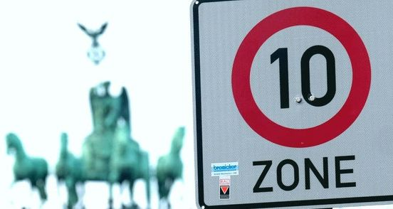 Tempo 10: Schilder nicht mehr erlaubt – aber immer noch da