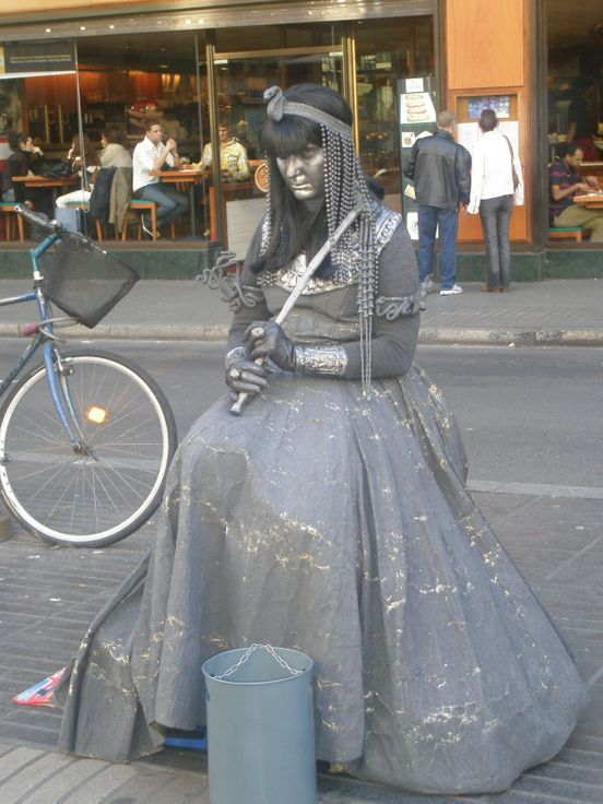 https://es.avalanches.com/barcelona_living_statues_on_the_pedestrian_rambla_street_barcelona_spain607_14_06_2019
