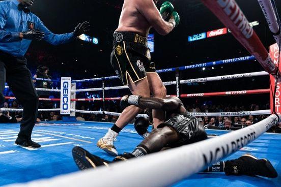 https://avalanches.com/world_news/gb/boxingscenecom/boxin_wild117771_19_04_2020