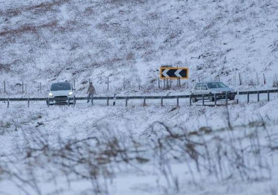 https://gb.avalanches.com/leeds_motorists_warned_in_leeds_of_the_snow_danger29935_14_02_2020