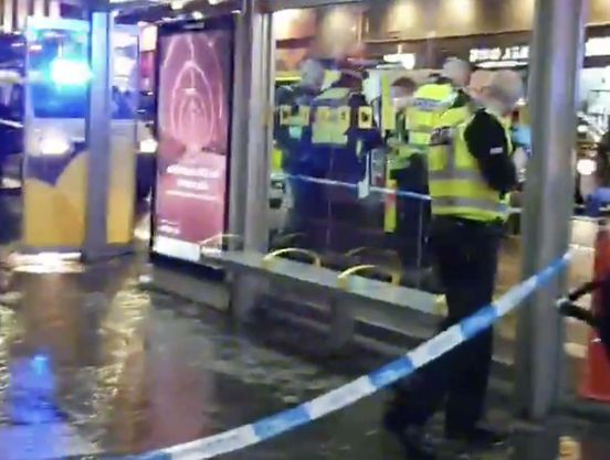 https://gb.avalanches.com/glasgow_man_rushed_to_hospital_after_cops_tape_off_bus_stop_in_glasgow_city_ce30333_15_02_2020