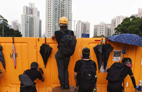 https://hk.avalanches.com/hong_kong_in_hong_kong_a_protester_died_in_a_fall_from_a_height11690_14_11_2019
