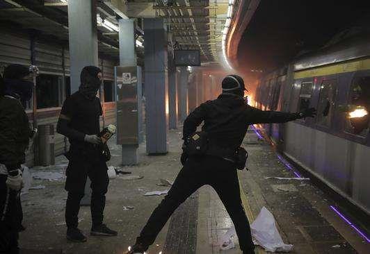https://hk.avalanches.com/hong_kong_in_hong_kong_on_november_14_all_schools_will_be_closed_due_to_riots11488_13_11_2019