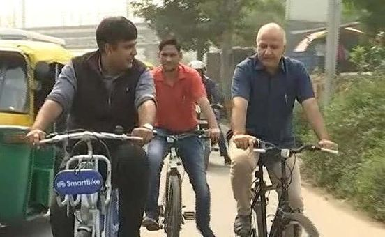 https://in.avalanches.com/new_delhi_as_oddeven_starts_manish_sisodia_cycles_to_work_9895_04_11_2019