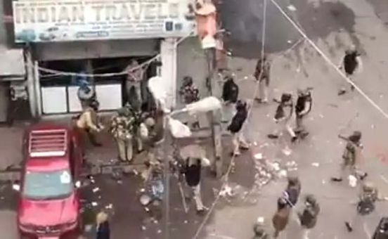https://in.avalanches.com/new_delhi_cctv_footage_shows_the_man_who_broke_the_shop_search_continues18478_19_12_2019