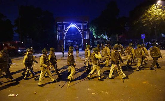 https://in.avalanches.com/new_delhi_how_did_the_students_of_jamia_were_shot_if_there_was_no_firing18247_18_12_2019