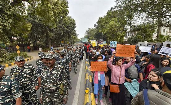 https://in.avalanches.com/new_delhi_jnu_student_protest_demonstrating_students_got_support_from_public13747_24_11_2019