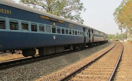 https://in.avalanches.com/new_delhi_woman_and_two_daughters_died_after_being_hit_by_train18482_19_12_2019