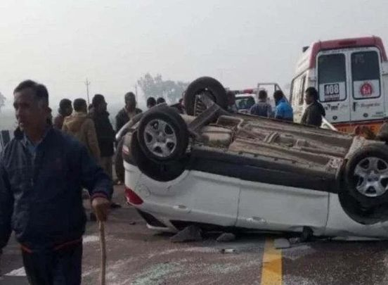 https://in.avalanches.com/lucknow_accident_on_agraexpressway_1_injured_1_died19895_26_12_2019
