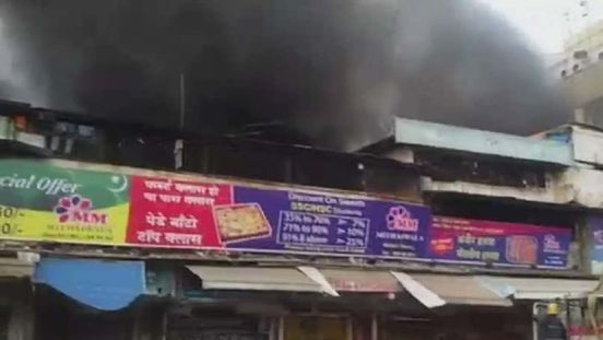 https://in.avalanches.com/lucknow_fire_broke_out_in_a_flex_shop40872_02_04_2020