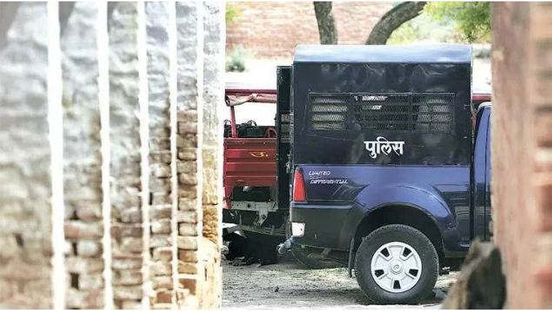 https://in.avalanches.com/lucknow_firing_on_police_patrol_team9744_03_11_2019