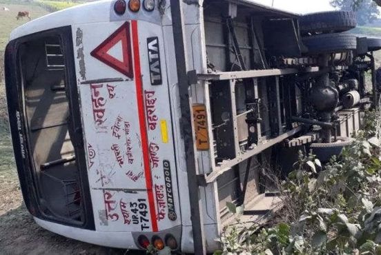 https://in.avalanches.com/lucknow_roadways_bus_overturned_uncontrolled_12_injured31372_20_02_2020
