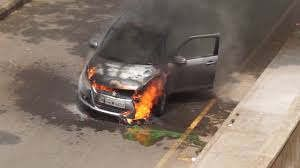 https://in.avalanches.com/lucknow_a_moving_car_caught_fire_3747_02_10_2019