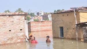 https://in.avalanches.com/lucknow_floods_lowlying_areas_of_ballia_and_ghazipur_got_affected_in_varanasi1654_21_09_2019