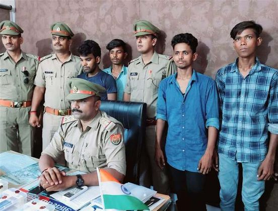 https://in.avalanches.com/lucknow_four_arrested_with_two_guns1655_21_09_2019