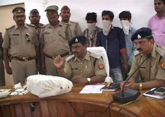https://in.avalanches.com/lucknow_police_arrested_three_robbers34251_04_03_2020