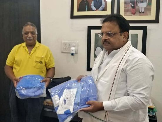 https://in.avalanches.com/jaipur_minister_raghu_sharma_received_ppe_kit_94063_15_04_2020