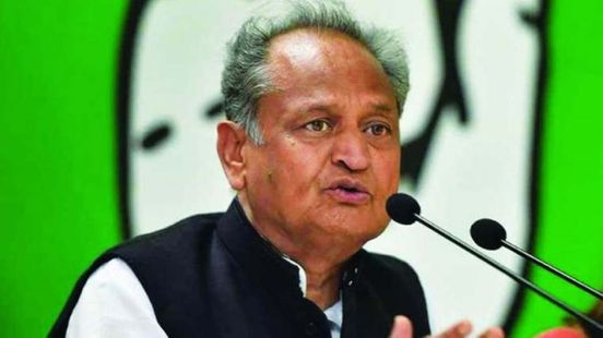 https://in.avalanches.com/jaipur_ashok_gehlot_salute_to_doctors94043_15_04_2020
