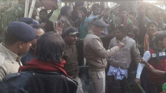 https://in.avalanches.com/jaipur_dispute_between_villager_and_police_9854_04_11_2019