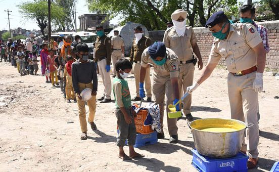 https://in.avalanches.com/jaipur_police_distribute_food_packets_and_sanitizers40035_30_03_2020