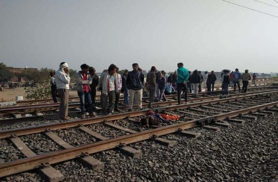 https://in.avalanches.com/jaipur_couple_dead_body_found_on_railway_track37912_22_03_2020