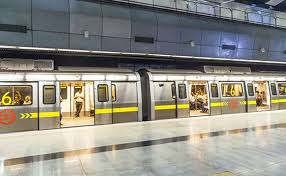 https://in.avalanches.com/delhi_delhi_the_person_landed_on_the_metro_track_in_peak_hour_the_yellow_line_remained_affected_for_a_long_time1168_16_09_2019