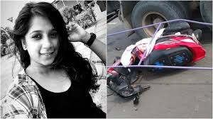 https://in.avalanches.com/delhi_despite_the_ban_hoardings_were_imposed_the_girl_driving_scooty_fell_died1114_13_09_2019