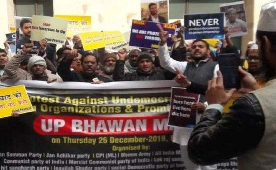 https://in.avalanches.com/delhi_protest_in_front_of_up_bhawan_213_people_arrested20010_26_12_2019