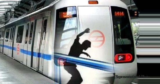 https://in.avalanches.com/delhi_woman_attempted_suicide_at_metro_station30226_15_02_2020