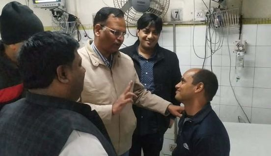 https://in.avalanches.com/delhi_real_hero_fireman_rajesh_was_the_first_to_go_at_the_fire_location_and_save_11_people16629_10_12_2019