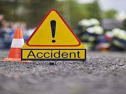 https://in.avalanches.com/delhi__on_saturday_night_a_truck_hit_two_autos_near_pachgaon_chowk_in_gurug40155_30_03_2020
