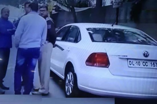 https://in.avalanches.com/delhi_body_of_doctor_and_woman_found_in_car_in_rohini_15587_04_12_2019
