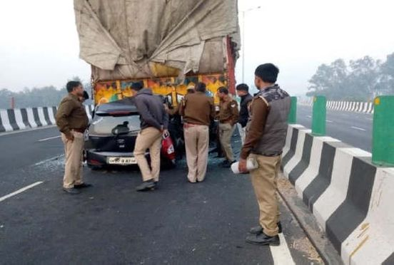 https://in.avalanches.com/delhi_innocent_death_including_couple_tragic_accident_in_up13105_21_11_2019
