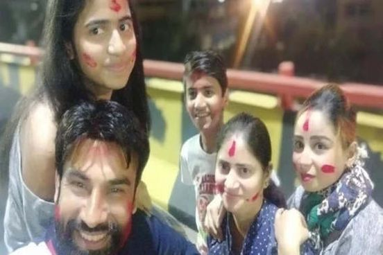 https://in.avalanches.com/delhi_man_jumped_from_eighth_floor_with_wife_and_manager_killing_two_children15400_03_12_2019