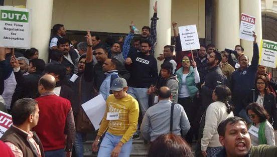 https://in.avalanches.com/delhi_delhi_university_teachers_strike_outside_vc_office15860_05_12_2019