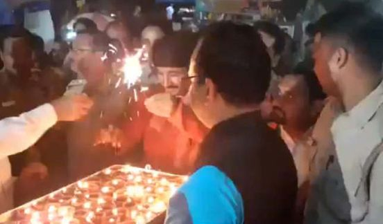 https://in.avalanches.com/delhi_diwali_celebrations_in_delhis_unauthorised_colonies_saw_bjp_mps_leaders8211_28_10_2019