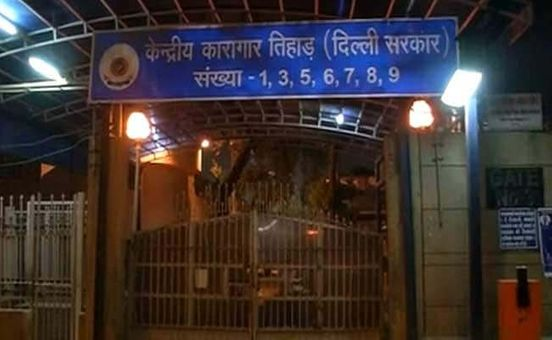 https://in.avalanches.com/delhi_exarmy_officer_arrested_for_alleged_theft_commits_suicide_in_delhis_tihar_jail11272_12_11_2019